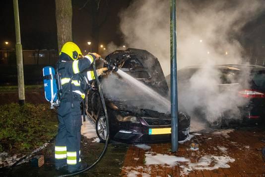 Ook in Haarlem brandden enkele auto's af.