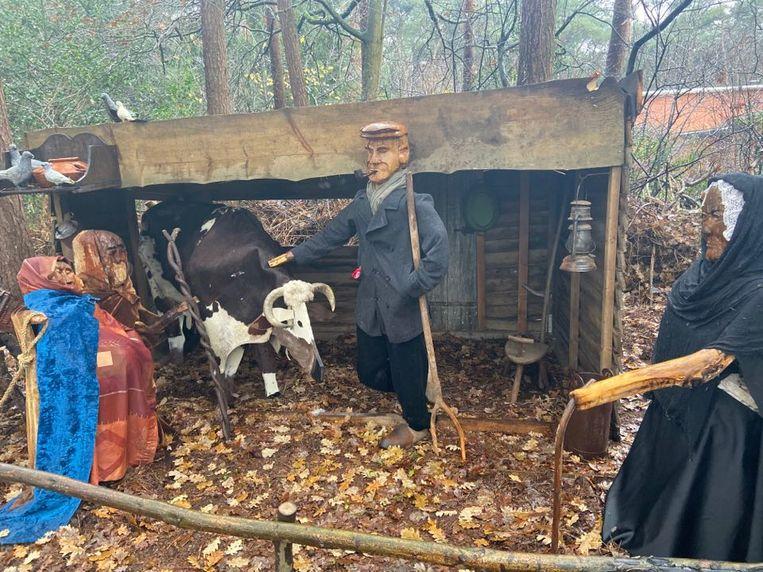 De wandeling start langs het Zoerselse kerstverhaal met dorpsfiguren als Louis Verheyen (midden) en Jo Driesen (rechts).