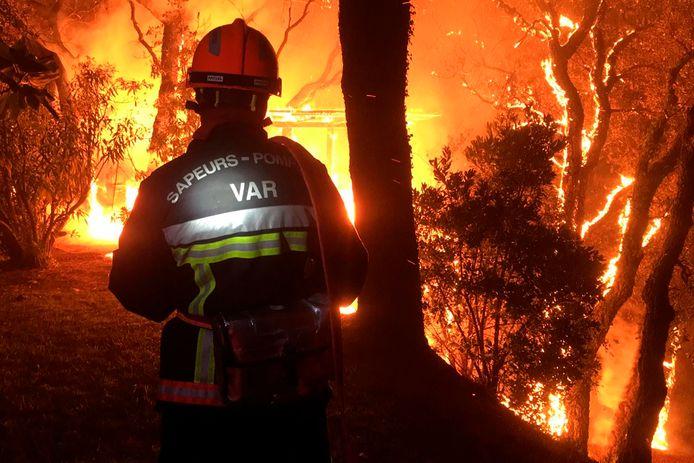 Door de wind trok het vuur in geen tijd een spoor van verwoesting over zo'n 50 kilometer.