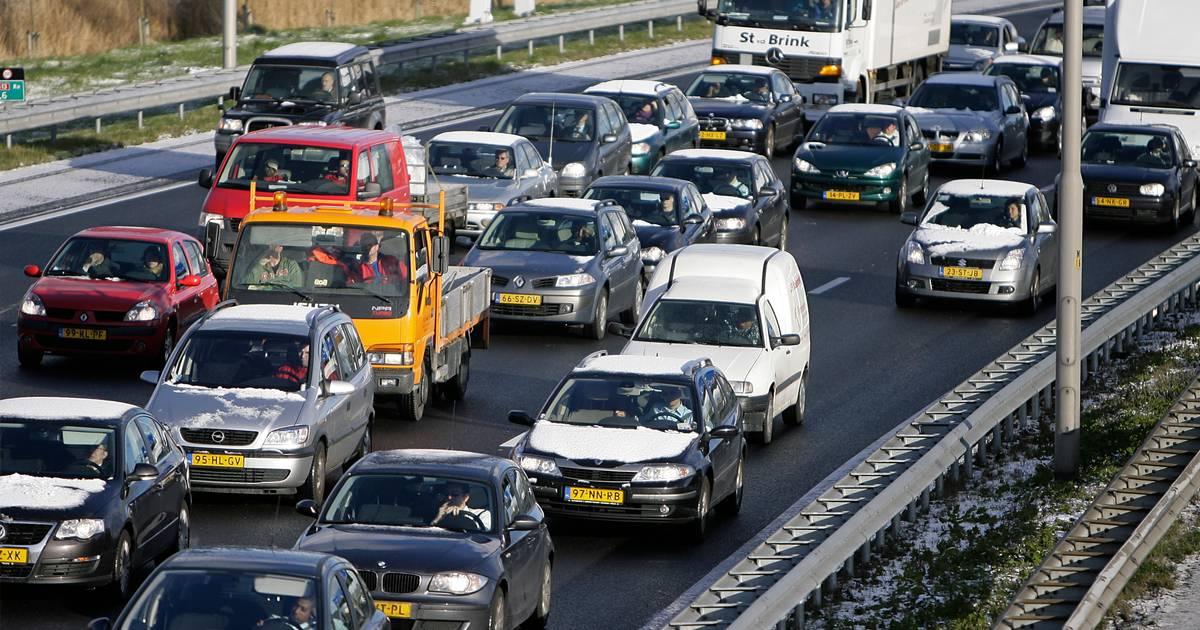 Flinke vertraging op A50 tussen Apeldoorn en Arnhem na ongeval op A12.