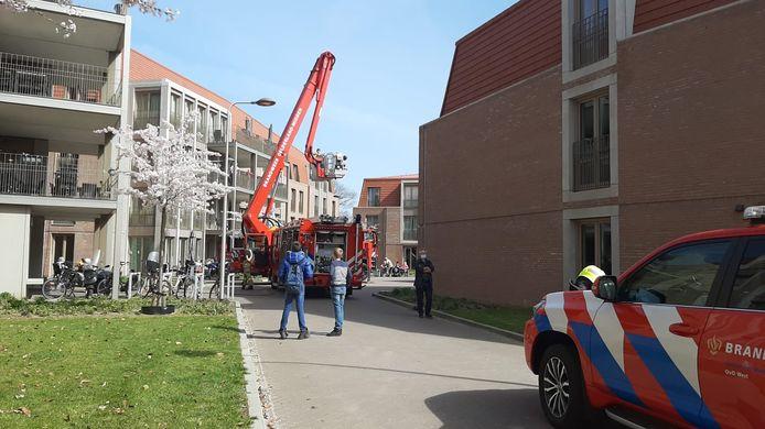 De brandweer bij verpleeghuis De Klinkenberg aan de Concordiahof in Ede-Noord.