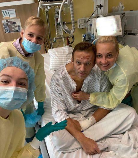 Navalny deelt foto uit ziekenhuis: Ik kan weer zelf ademen