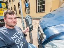 Boete voor man in rolstoel die niet bij de parkeermeter kan