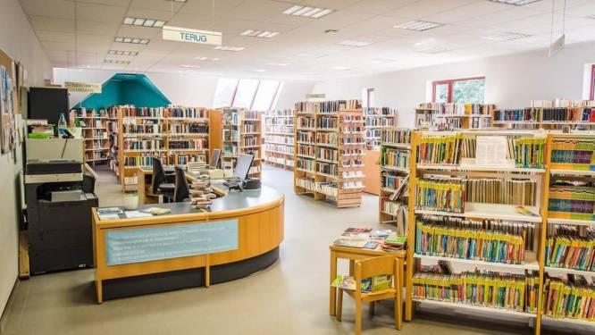 Boeken, kantoormeubilair,...: Maarkedal zet ongebruikte spullen in de etalage