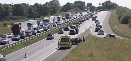 Flinke file op A28 door werkzaamheden na ongeval