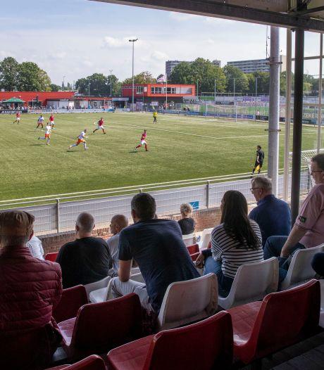 Lekker weer voetbal kijken: driehonderd man komen af op vroege wedstrijd van DOVO