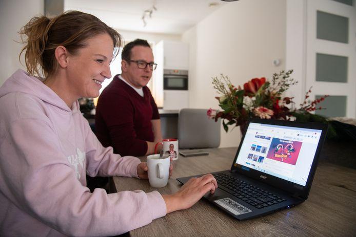 Maartje heeft zich tijdens de lockdown van de horeca ontpopt tot animator voor haar facebookvrienden.