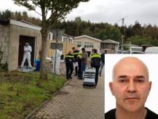 Rechtszaak vermoorde loodgieter: Verdachte zwaait lachend naar moeder op tribune, achter de nabestaanden