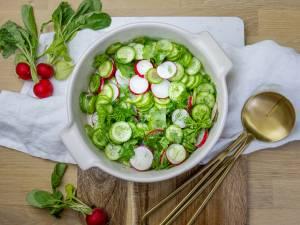 Wat Eten We Vandaag: Kruidensalade met vegetarische burger en krieltjes