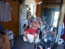 Danny werd van Fort Oranje gezet en leeft nu in een schuurtje op een volkstuincomplex