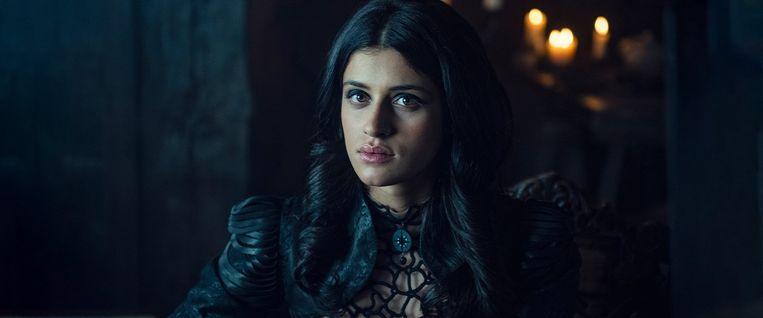 Anya Chalotra als de heks Yennefer of Vengerberg. Beeld Netflix