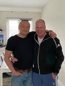 Jan Willem Zwang (links) heeft vandaag zijn hoofd kaal laten scheren, uit solidariteit met zijn ongeneeslijk zieke broer Fred.