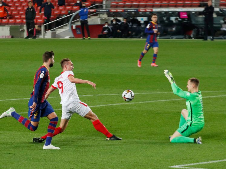 Barça door naar bekerfinale; rood voor Luuk de Jong
