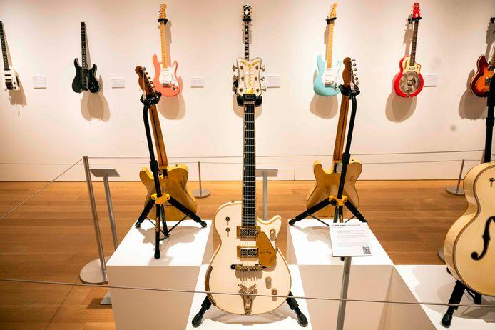 De Gretsch White Penguin Guitar.