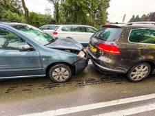 Kop-staartbotsing in Geldrop, twee bestuursters lichtgewond