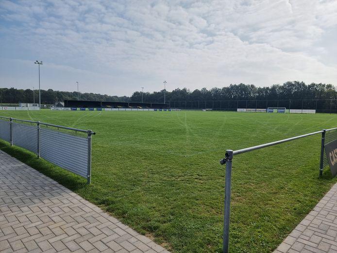 Nieuw stadion voor SK Pepingen-Halle op Campus Kruisveld. Het nieuwe veld heeft de maximale afmetingen.