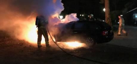 Brandende auto in Nunspeet mogelijk aangestoken