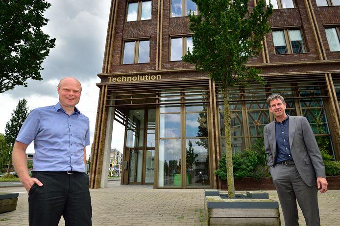 Het Goudse Technolution gaat de communicatie van militairen beveiligen. Enorm eervol, vinden Jan van der Wel (CEO), rechts, en Jonathan Hofman (vakspecialist).
