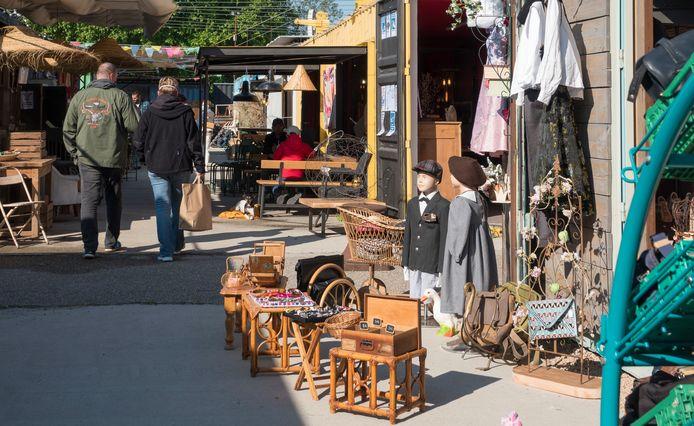 Een voorbeeld van een antiek- en brocantemarkt.