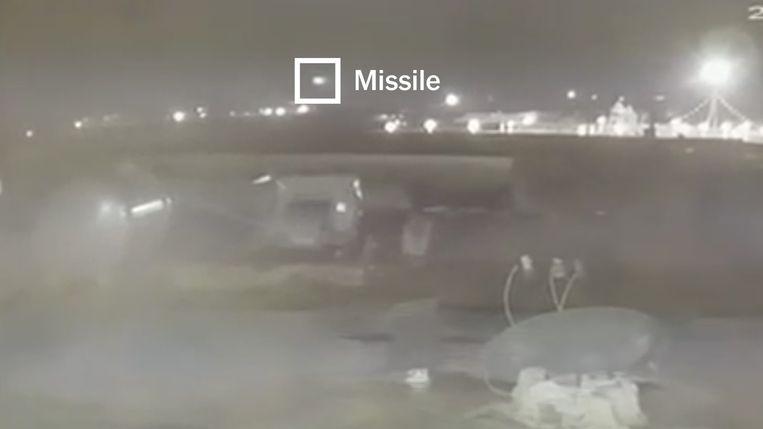 Op nieuwe videobeelden is te zien hoe twee raketten op het vliegtuig inslaan. De beelden zijn door The New York Times geverifieerd. Beeld The New York Times