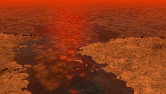 Titan stelt wetenschappers voor raadsel: golven of drijvend ijs?