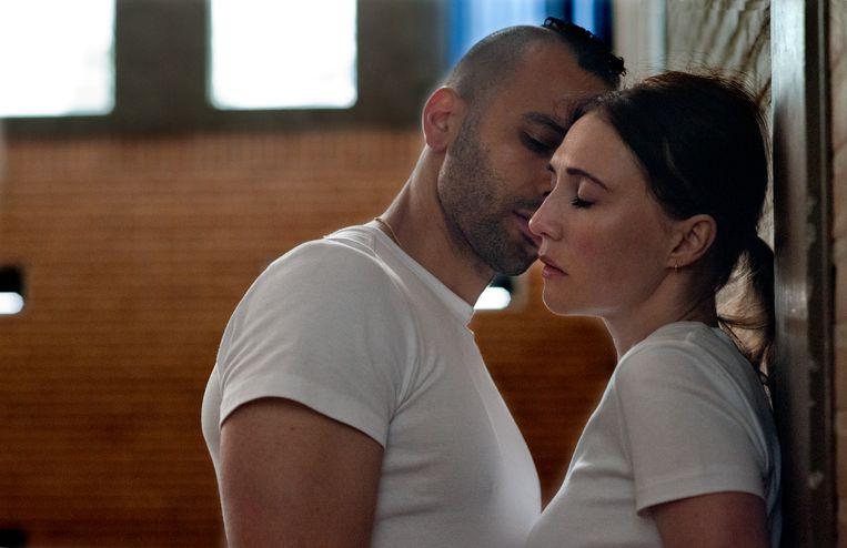 Marwan Kenzari en Carice van Houten in 'Instinct'. Beeld September Films