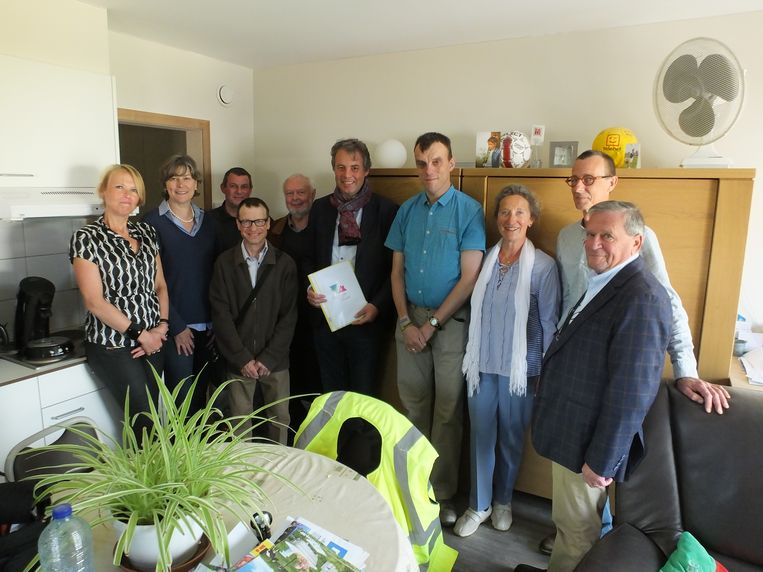 Bewoners Koen en Bart gaven het stadsbestuur en de raad van bestuur van Veilig Thuis een rondleiding in hun nieuwe studio.