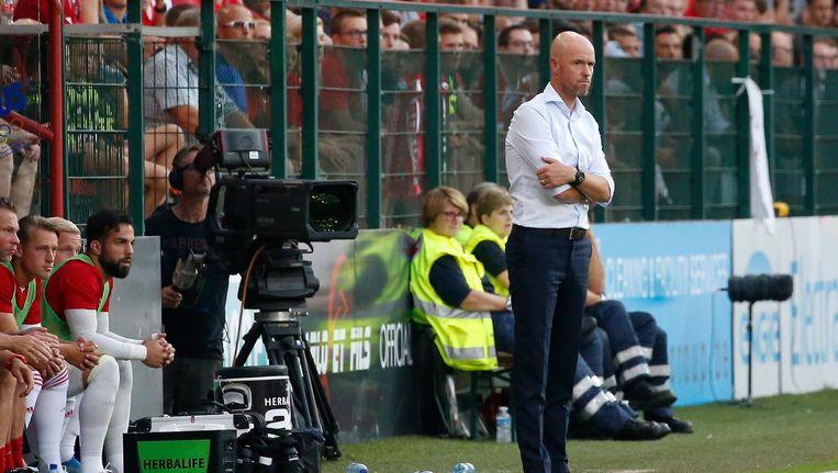 Ten Hag tijdens de wedstrijd tussen Ajax en Standard Luik Beeld ANP