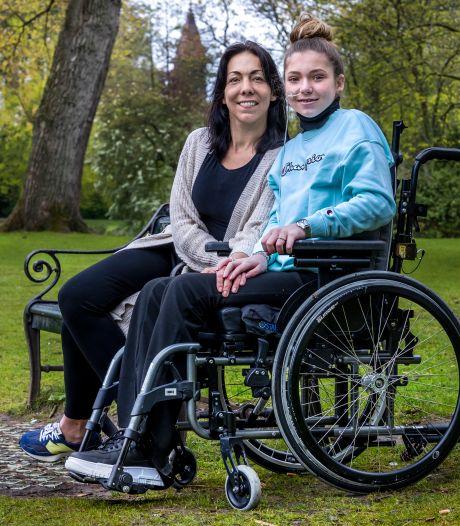 Kess (13) kan waarschijnlijk nooit meer lopen: afwijking die slechts bij 1 op de 10 miljoen mensen voorkomt