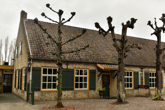 Café-zaal De Harmonie aan de Haarsteegsestraat in Haarsteeg.