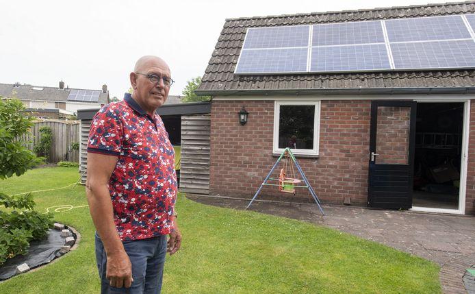 Inus Westhoff heeft al zonnepanelen op de daken van zijn schuur en woning.