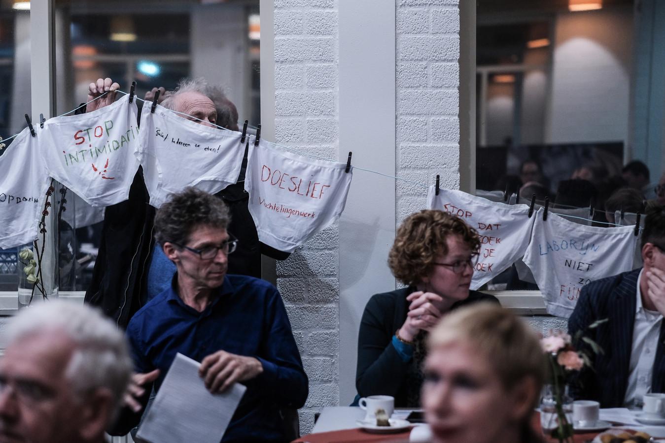 Ondanks eerdere protesten tegen de werkwijze van Laborijn, lijkt de sociale dienst zich er weinig van aan te trekken.