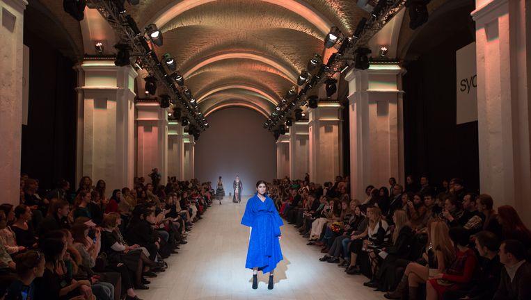 Modeshow van ontwerpster Olena Dats tijdens de Fashion Week van Kiev. Beeld Inna Sokolovska / Demotix