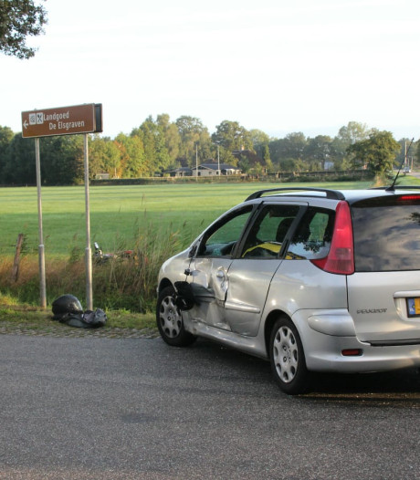 Motorrijder gewond na botsing met auto in Enter