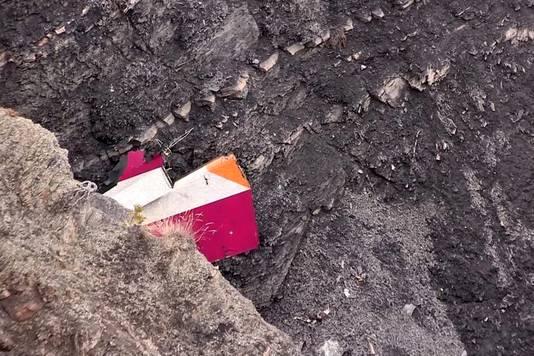 Op het brokstuk zijn de kleuren van Germanwings te herkennen.