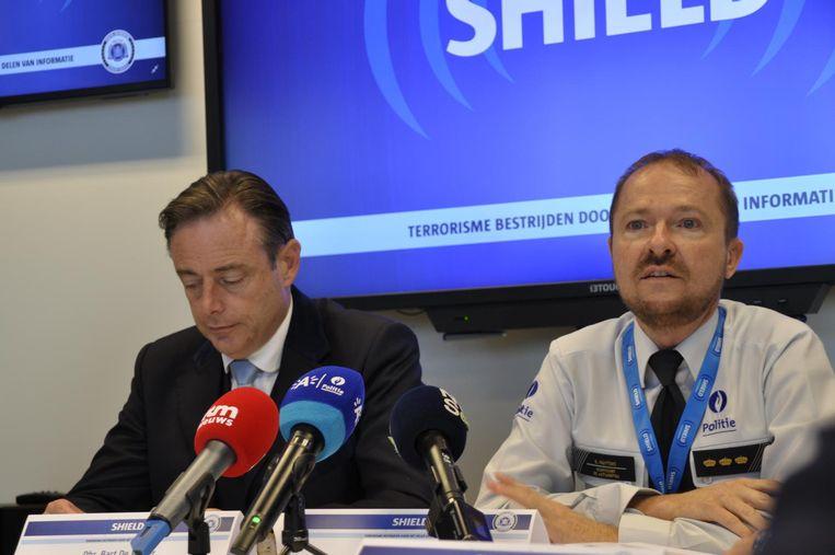 Burgemeester Bart De Wever en Antwerps korpschef Serge Muyters.