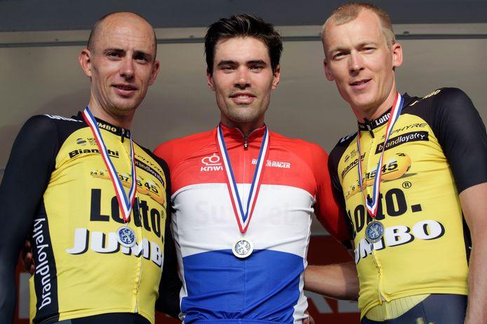 Het podium van het Nederlands kampioenschap tijdrijden in Montferland. Van links naar rechts: Jos van Emden, Tom Dumoulin en Robert Gesink.