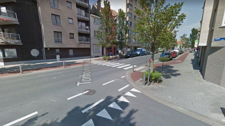 De plaats van het ongeval, de Torhoutsesteenweg aan het kruispunt met de Wagenstraat.