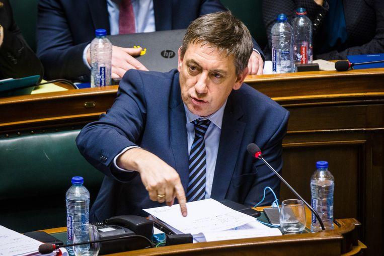 Minister van Binnenlandse Zaken Jan Jambon (N-VA) geeft uitleg in de kamercommissie over Ibrahim El Bakraoui. Beeld CREDIT: ID/ James Arthur