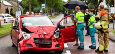 Automobiliste botst op voorligger, beide bestuurders raken gewond