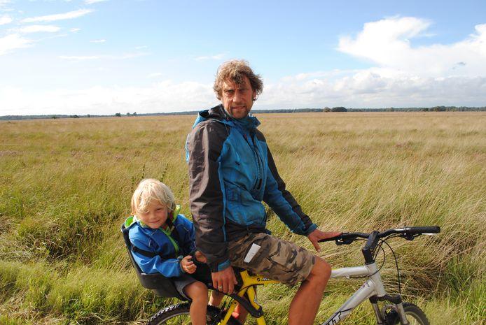 Pepijn Grau, fietsend door de 'steppe'.