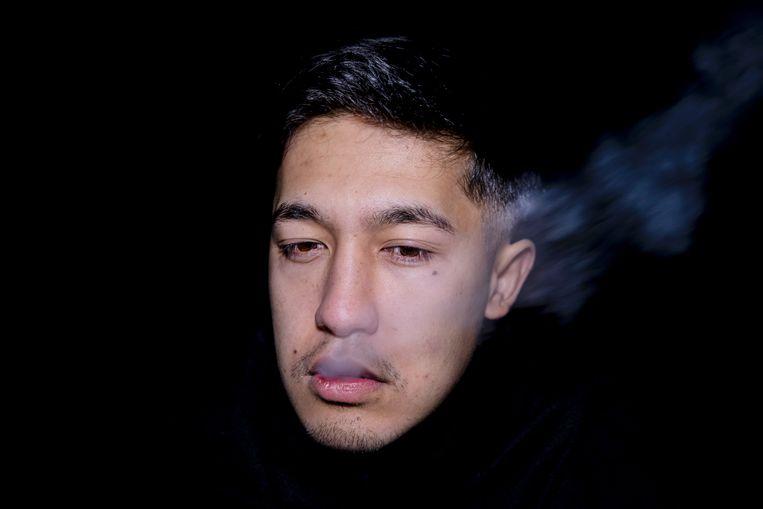 Amin (20) luistert graag naar Afghaanse rap. De beats en lyrics geven hem moed. Zijn asielaanvraag is meerdere keren afgewezen. Beeld Cigdem Yuksel