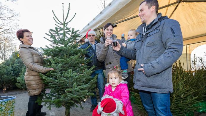Sinterklaas is weg dus snel kerstboom kopen zoetermeer for Intratuin wijchen