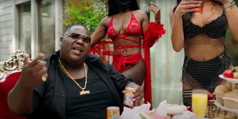 Rapper Bigidagoe, hier in de videoclip van zijn nummer '1Serie'. Beeld Still uit videoclip