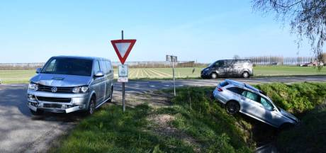 Automobilist gewond na botsing met bestelbus in Nisse