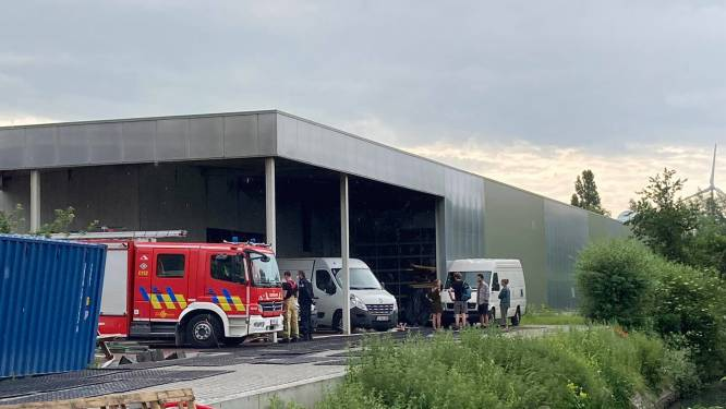Hevige brand in schrijnwerkerij langs Evergemsesteenweg