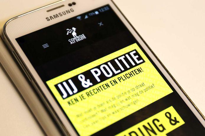 De app van Controle Alt Delete. Daarmee kunnen burgers klachten over het optreden van de politie doorgeven.