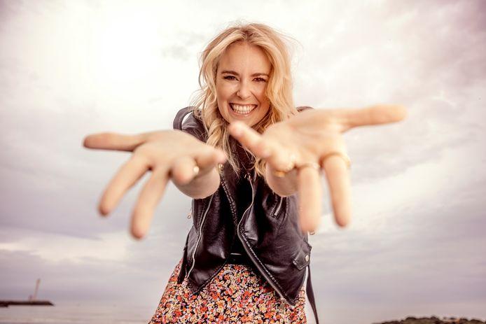 Ook actrice Helle Vanderheyden waagt haar kans in de eerste aflevering.