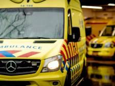 Motorrijdster gewond nadat ze tegen betonnen bloembak botst