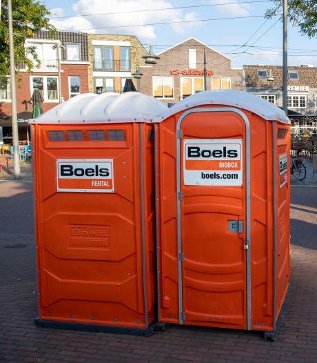 Mobiele toiletten zijn niet aan te slepen, door coronacheck steeds meer thuisfeesten